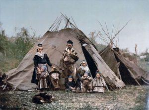 Familijŏ Sami kole 1900 roku.